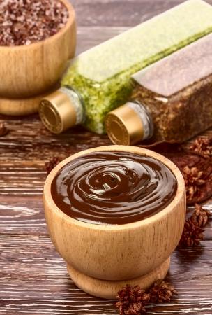 envolturas: M�scara de spa de chocolate en un taz�n