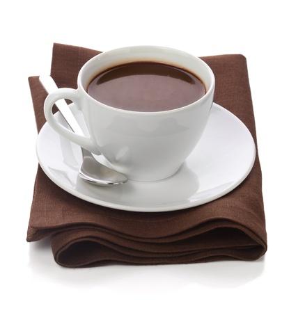 Warme chocolademelk in witte kop op hoofdkaas lijst-servet