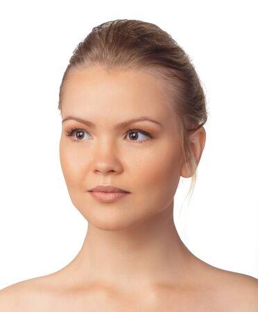 ojos marrones: Retrato de mujer joven y hermosa con los ojos marrones. La piel clara.