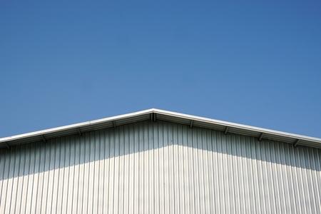 Dach Blech mit dem blauen Himmel Standard-Bild - 34460724