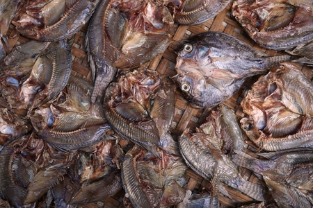 dry fish: preserve small dry fish in Thai style