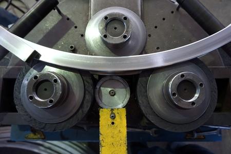 close up buigmachine werk in de fabriek