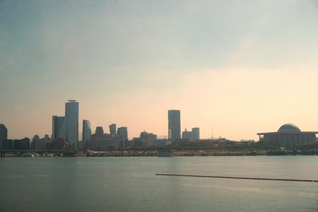 pandilla: vista del río Han Gang, con la niebla
