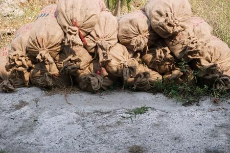 Pila di sacchetti marroni in fabbrica Archivio Fotografico - 55686323