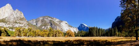 Panoramic view of Yosemite nation park, California, USA. Imagens - 42601410