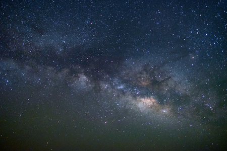 Galaktyka Drogi Mlecznej na pustyni Tar, Jaisalmer, Indie. Fotografia astro.
