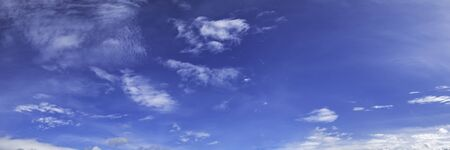 Panorama sky with cloud on a sunny day. Beautiful cirrus cloud. Imagens - 127896442