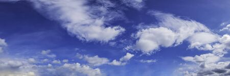 Panorama sky with cloud on a sunny day. Beautiful cirrus cloud. Imagens - 127896381
