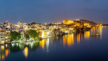 Udaipur city at lake Pichola in the evening, Rajasthan, India. View of City palace reflected on the lake. 写真素材