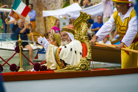 VENICE, ITALY - SEPTEMBER 07, 2008: Historical ships open the Regata Storica.The water parade commemorates the welcome given in 1489 to Caterina Cornaro, the wife of the King of Cyprus 에디토리얼