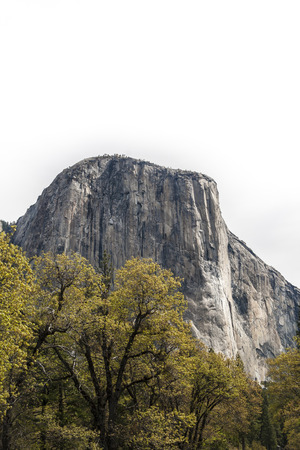 el capitan: El Capitan, a vertical rock formation in Yosemite National Park, located on the north side of Yosemite Valley