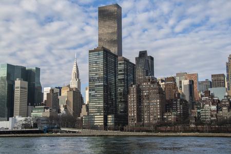 hudson: NYC midtown Manhattan skyline over Hudson River