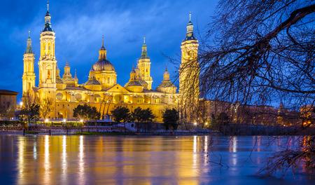 ebro: Pilar Basilica by night on the banks of the Ebro. Zaragoza, Spain Stock Photo
