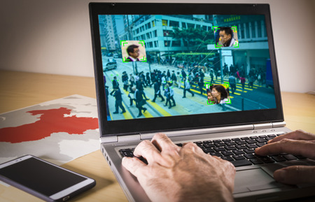 Laptop with street image and facial recognition in China Standard-Bild