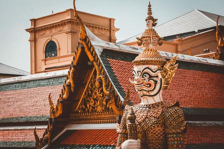 Guardián demonio gigante en el templo Wat Phra Kaew, Palacio Real de Bangkok. Foto de archivo