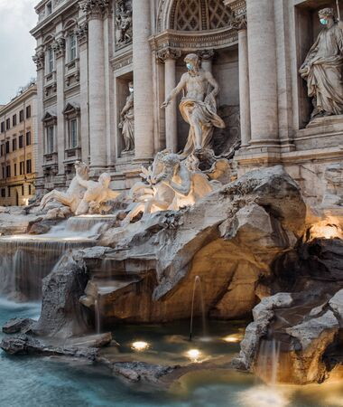 Statues at the trevi fountain with a surgical masks Standard-Bild