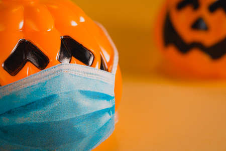 halloween pumpkins keeping social distance. Covid 19 concept Reklamní fotografie