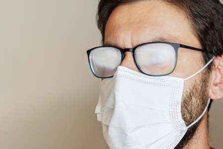 one of the effects of wearing a face mask against virus is the annoyance of foggy glasses 版權商用圖片