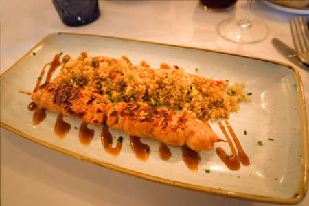 teriyaki chicken brochette served with quinoa salad 版權商用圖片
