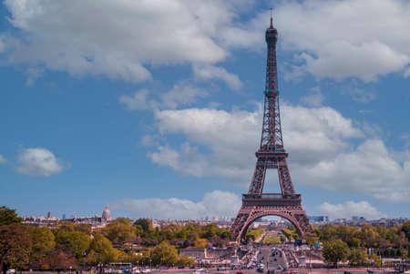 Eiffel Tower in a sunny day in Paris, France 版權商用圖片 - 167283058