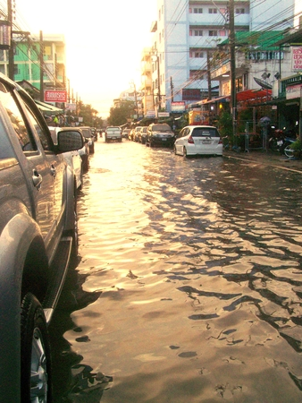 it rains heavy in the morning come dark make city flood