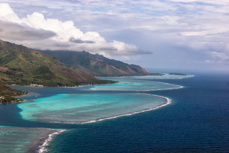 motu: Coastline of Moorea, French Polynesia, surrounded by coral reefs