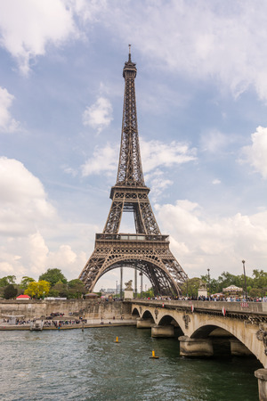 d'eiffel: Eiffel Tower and the Pont d Stock Photo