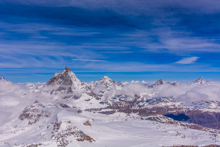 ciel avec nuages: Matterhorn and other peaks with clouds around Zermatt, Switzerland