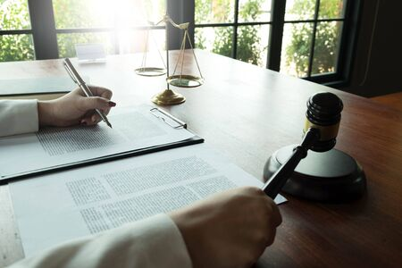 Lawyer working with contract papers on the table in office. consultant lawyer, attorney, court judge, concept. Foto de archivo - 132120427