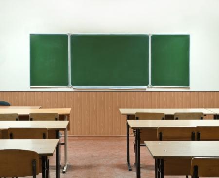 salle classe: salle de classe avec un conseil scolaire et de bancs de l'�cole