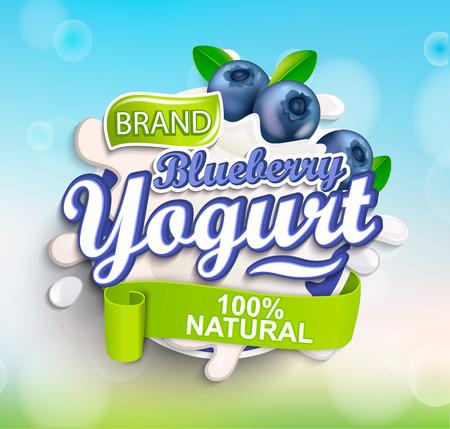 Salpicaduras de etiqueta de yogur de arándano fresco y natural sobre fondo bokeh para su marca, logotipo, plantilla, etiqueta, emblema para abarrotes, tiendas agrícolas, envases y publicidad. Ilustración de vector. Logos