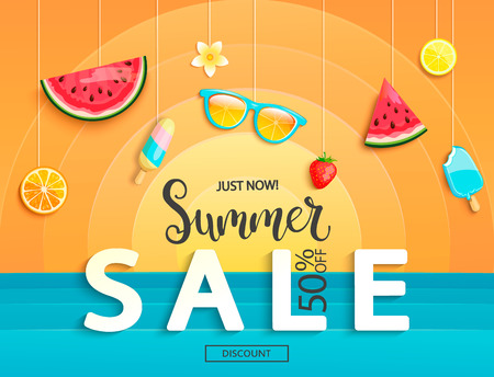 Banner de venta de verano con frutas, helado, sandía, naranja, vasos, fresas. Tarjeta de plantilla de descuento con fondo geométrico con sol y mar. Para volante, invitación, cartel, folleto. Vector Ilustración de vector