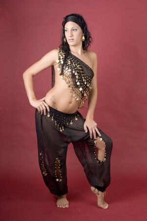 bailarinas arabes: Hermosa bailarina de estilo �rabe con velo negro