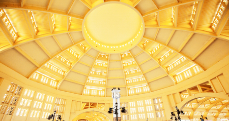 Phnom Penh, Cambodia - SEPTEMBER 22, 2013: Classical elegant interiors of Phsar Thmei or the central market, the dark-yellow Art Deco building is shape in the form of a nice central dome. Phnom Penh City. Редакционное