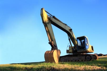 excavator on blue sky Imagens - 15963658