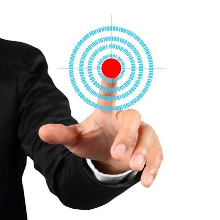 objetivo: Empresario mano empujando símbolo meta aislada en el fondo blanco