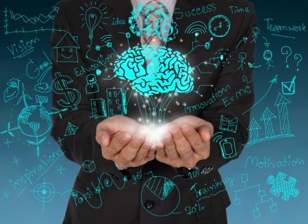 caring hands: Brainstormen en zakelijke symbolen op zorgzame handen