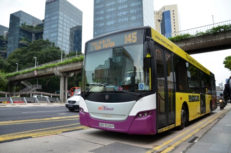 싱가포르에서 공공 버스 에디토리얼