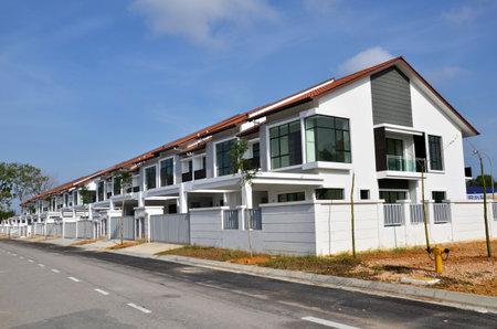 fachada: Casa de nueva construcci�n terraza bajo el cielo azul