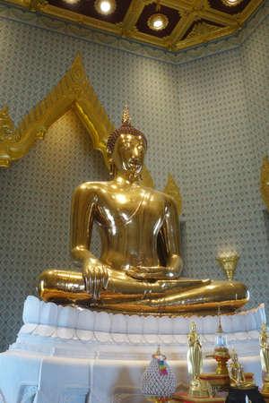 wat traimit: Wat Traimit (The Temple of the Golden Buddha) in Bangkok, Thailand Stock Photo