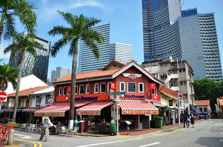 arab glamour: SINGAPORE - 05 JUN, 2016: On the streets Arab quarter (Kampong Glam). Arab Quarter is the oldest historic shopping district of Singapore, is popular for visiting tourists.