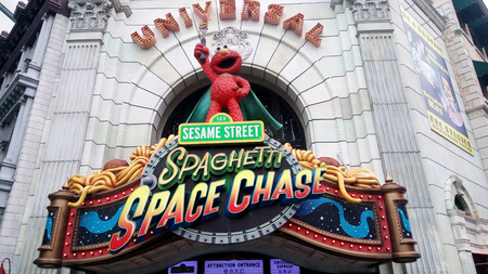 sesame street: SINGAPORE, MAY 29, 2016: Elmo Statue of Sesame Street Spaghetti Space Chase Ride at Universal Studios Editorial