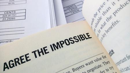 agree: De acuerdo la palabra imposible en el libro con el balance como fondo