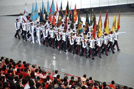 2016 年 7 月 30 日 - シンガポール: シンガポールの国民日パレード (NDP) リハーサル 2016 中にパーティの色をリードしてパレード司令官
