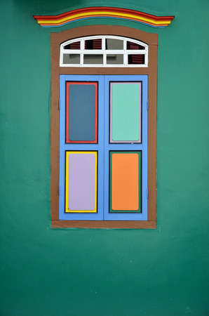 casa colonial: Colorful windows and details on a colonial house in Little India, Singapore