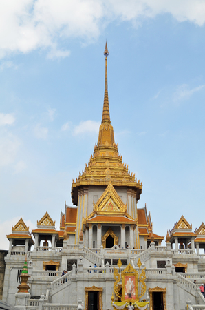 BANGKOK, THAILAND- MAY 19, 2017:  Tourists visit the Wat Traimit (Temple of golden Buddha) in Bangkok, Thailand in Thailand. Worlds biggest Pure gold buddha is located here. Editorial