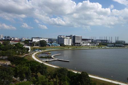 SINGAPUR-15 APR, 2018: Ansicht des Pandan-Reservoirs in Singapur. Das Pandan Reservoir ist ein Reservoir in der Westregion von Singapur