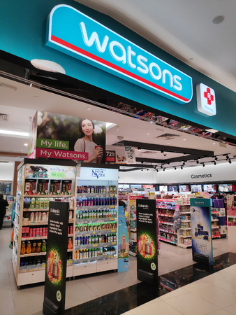 SINGAPORE - 09 SEP 2018: Watsons Store located in Vivocity Singapore. Watsons Personal Care Stores known simply as Watsons is the largest health care and beauty care chain store in Asia 版權商用圖片 - 111544100