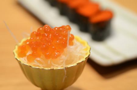 Closed up of salmon roe served with Japanese white raddish 版權商用圖片