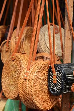Balinese handmade rattan eco bags in a local souvenir market in Bali, Indonesia Stockfoto